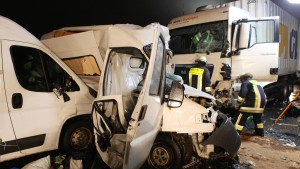 A 5 nach schwerem Unfall gesperrt