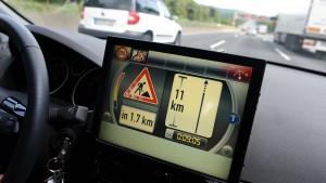 Autos sollen künftig mit Verkehrszentralen sprechen