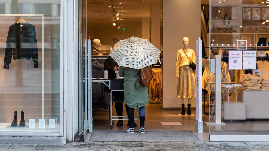 Jeder Kunde willkommen: Termine zum Einkaufen gibt es nicht nur an der Zeil auch an der Ladentür.