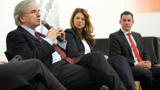 Oberbürgermeisterwahl Wiesbaden - Podiumsdiskussion mit den drei wichtigsten Kandidaten für die Wiesbadener OB-Wahl, Helmut Müller (CDU), Sven Gerich (SPD) und Christiane Hinninger (Grüne)