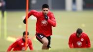 Es geht aufwärts mit der Eintracht – für Carlos Zambrano und seine Kollegen zumindest bei den Hügelläufen im Training.