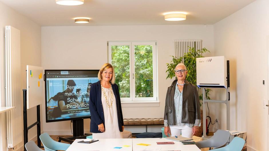 Hausherrinnen: Christiane Lohrmann (links) und Beate Heraeus