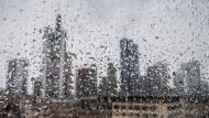 Die Prognosen für die nächsten Tage sind in Hessen nicht gerade sommerlich: Auch in Frankfurt wird der Himmel wohl eher grau.