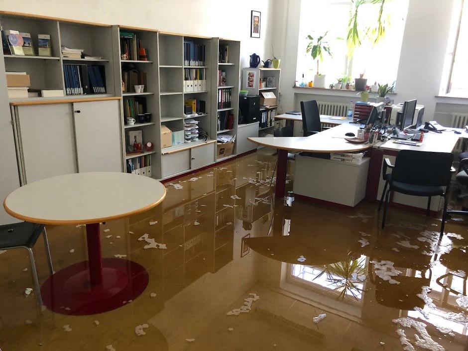 Hochwasser: der Löschschaden in der Fachhochschule Frankfurt