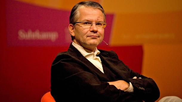 Hans Magnus Enzensberger und Durs Grünbein - die beiden Autoren im Podiumsgespräch im Rahmen der Frankfurter Poetikdozentur