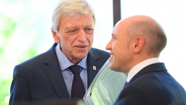 Bouffier-Tadel und Rücktrittsforderungen für Pentz