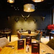 """Cocktail-Kultur trifft Steakhouse: die Inneneinrichtung im """"The Ash"""""""