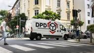 Ärgernis: Um Verkehrsregeln kümmern sich die Fahrer von Lieferwagen - wie hier im Frankfurter Nordend - oft wenig.