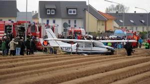 Hubschrauber birgt notgelandete Cessna