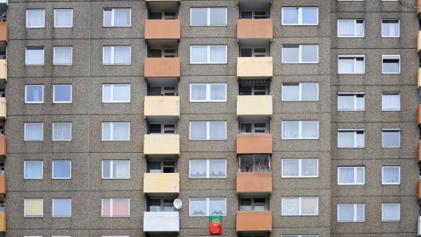 Sozialer Wohnungsbau kann zu ghettoartigen Monostrukturen führen - das Beispiel Mainfeld. Gerhard Kampschulte kämpft für eine Verbesserung seines Quartiers.