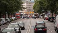 Hindernis: Die Berliner Straße soll zum zweispurigen Boulevard werden.