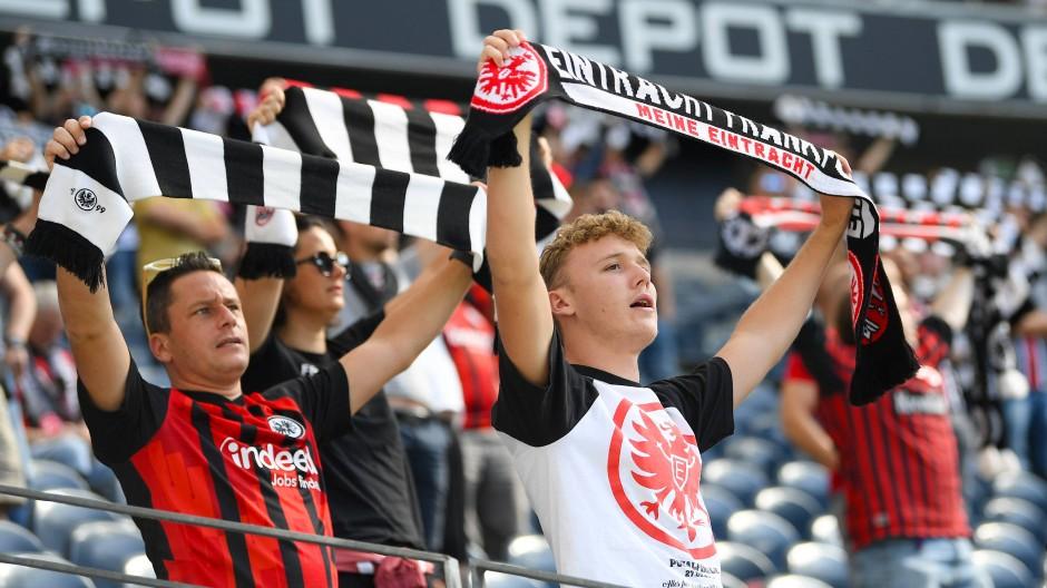 Jubel möglich: Eintracht Frankfurt darf Zuschauer ins Stadion lassen.