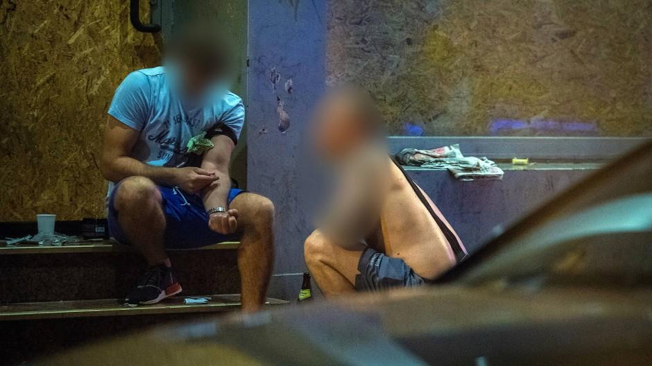 Streitfall: Die offene Drogenszene wird für Anwohner und Geschäftsleute im Frankfurter Bahnhofsviertel zunehmend zu einem Problem