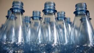 Hormone in PET-Behältern: Lieber Sprudel aus Glasflaschen?