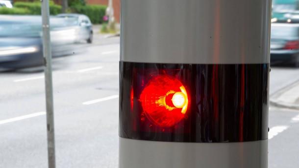 Autofahrer beschädigt Geschwindigkeitsmessgerät