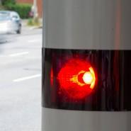 Geblitzt: Mit 220 Kilometern pro Stunde ist ein Autofahrer im Landkreis Darmstadt-Dieburg durch die 130er-Zone einer Bundesstraße gerast.  (Symbolbild).