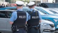 Patrouille: Zwei Polizisten in Frankfurt