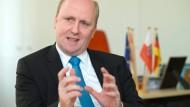 Mehr in der Kasse als erwartet: Uwe Becker, Frankfurter Kirchendezernent und CDU-Vorsitzender.