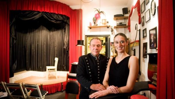 Theater Lilli Chapeau - eine Geschichte über das kleinste Theater der Welt.