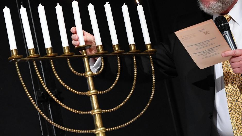 Zeichen der Zivilcourage: Nach dem Angriff auf den Offenbacher Rabbiner Mendel Gurewitz wird das Verhalten von Passanten gelobt.