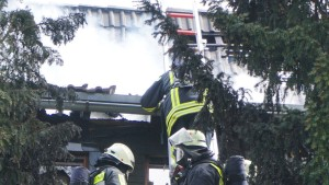 Toter bei Brand: Obduktion soll Identität klären