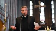 Muss sparen: Mainzer Bischof Peter Kohlgraf