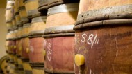 Korrekt: Dieser Rotwein wird tatsächlich in Holzfässern gelagert.