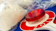 Beschlagnahmt: Der Zoll in Frankfurt spürt unerlaubt importierte Stoffe und Gegenstände sicher.