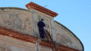 Ein Kino an Italiens Küsten