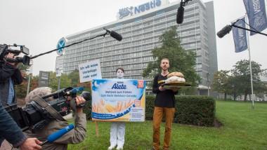 """Kein Bedarf: Das Nestlé-Management wollte die Negativ-Auszeichnung """"Goldener Windbeutel"""" der Aktivisten von Foodwatch nicht annehmen."""