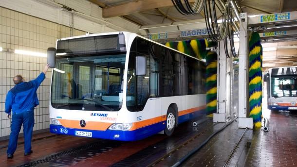 Wiesbadener Busfahrer zeigen ihren Chef an