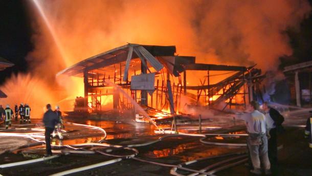 Sägewerk brennt bis auf Grundmauern ab