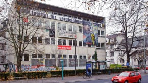 Kopie von Institut für vergleichende Irrelevanz - Die Hängepartie um das besetzte Haus am Kettenhofweg geht weiter.