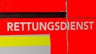 Einsatz: Die beiden lebensgefährlich verletzten Senioren mussten wegen Brandverletzungen ins Krankenhaus gefahren werden