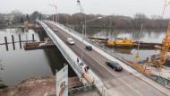 Wegen Kabelarbeiten: Die erst vor wenigen Monaten freigegebene neue Carl-Ulrich-Brücke wird abermals tagelang gesperrt