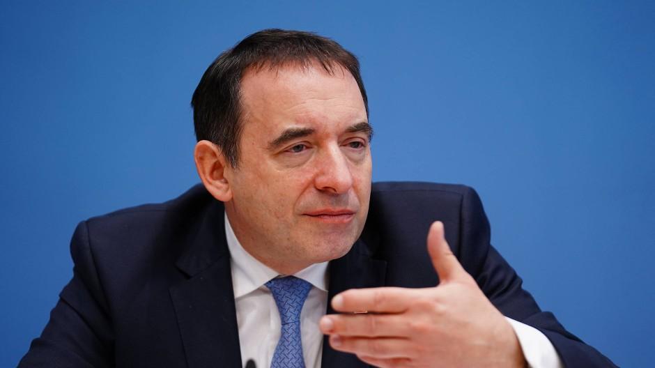 Kündigt mehr als 900 neue Stellen für die Schulen an: Kultusminister Lorz (CDU)