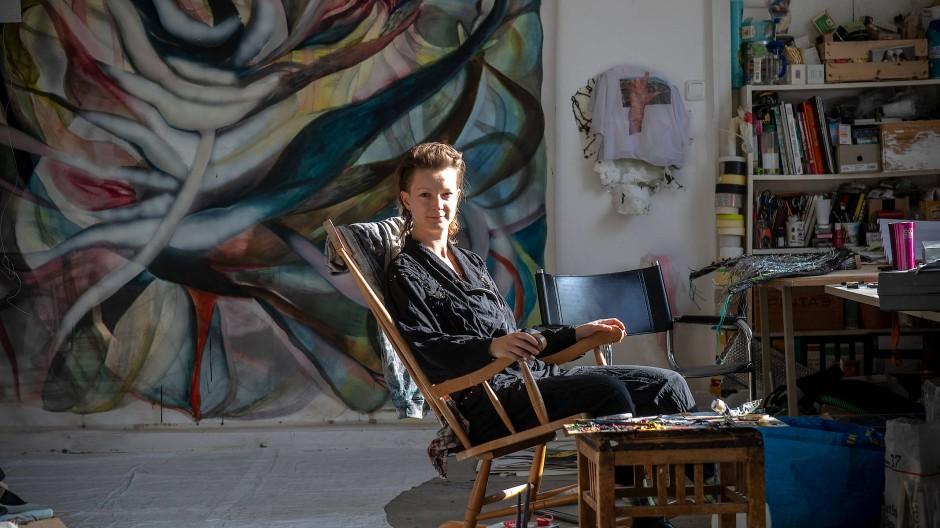 Laid back: Ayla Pierrot Arendt verbindet Videokunst und Live-Performances