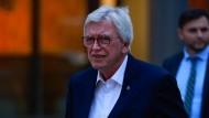 Wie sind seine Pläne? Hessens Ministerpräsident Volker Bouffier muss sich wohl bald zu seiner Zukunft äußern.