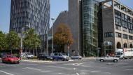 Besondere Sicherheitslage: der Neubau der KfW-Bank (links).