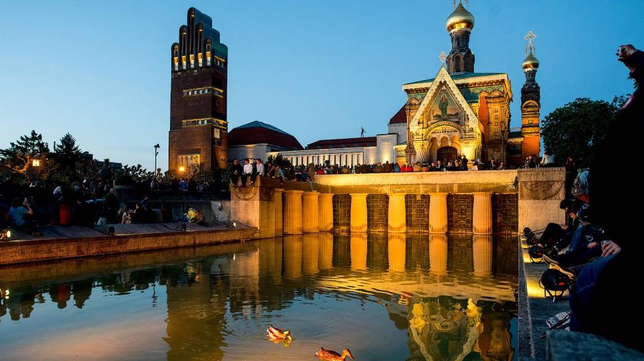Jugendstilensemble: Das Lilienbecken (unten) in Darmstadt wurde im Jahr 1914 von Albin Müller erbaut – hier eine Aufnahme von 2017
