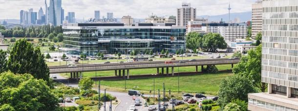 So mögen es Wirtschaftsförderer: Ein Unternehmen kommt mit einem kleinen Vertriebsbüro nach Hessen, das dann immer weiter wächst. Als Vorbild in dieser Hinsicht gilt der koreanische Autohersteller Hyundai, der in seiner Europazentrale in Offenbach 200 Mitarbeiter beschäftigt.