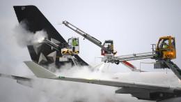 Schnee und Glätte führen zu Unfällen und Flugausfällen