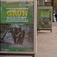 Polemik an Haltestellen: Attac und DiesIrae haben gegen Grün plakatiert.