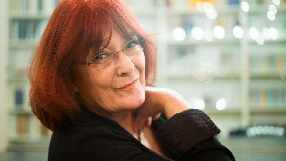 Schreibt Stadtgeschichten: Eva Demski im Herbst 2014 bei der Vorstellung eines neues Romans von Bodo Kirchhoff im Frankfurter Literaturhaus