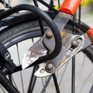 Untat: Beim Versuch, ein Fahrrad zu stehlen, sind zwei Jugendliche in Bischofsheim in Südhessen erwischt worden, einer der beiden verletzte eine Polizistin