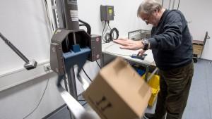 Zischen und Knallen als Härtetest für Pakete