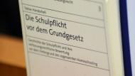 Zwist: Vor dem OLG Frankfurt wollen religiöse Eltern das Recht erstreiten, ihre Kinder zu Hause zu unterrichten - in der ersten Instanz unterlagen sie