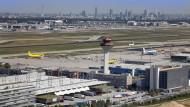 Verdacht auf Korruption: Ein früherer Mitarbeiter der Lufthansa Cargo soll gegen Schmiergeld bevorzugt Aufträge an bestimmte Dienstleister vergeben haben.