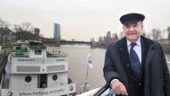 Mit Herzblut: Anton Nauheimer, Besitzer der Primus Linie, ist lieber immer in der Nähe seiner Schiffe. Denn falls es einmal Probleme gibt, will der Reeder schnell zur Stelle sein.