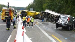 Unfall mit mehreren Lastwagen auf A3